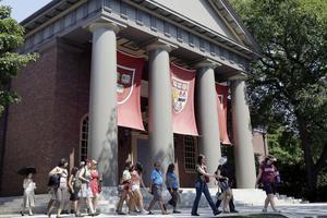美国教授年薪有多高?哈佛教授平均20万美元起