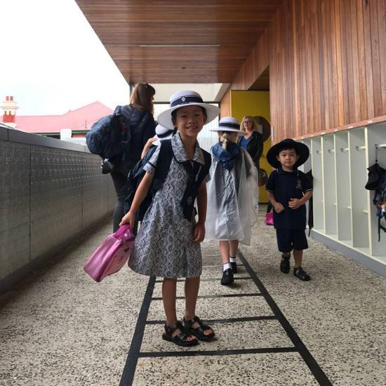 作者上班前送孩子上学