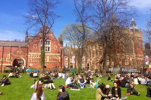 大学生为啥青睐出国留学?