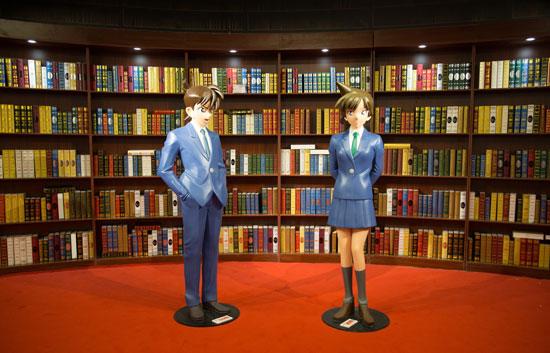 """《名侦探柯南》在北京举办巡回展,通过展示20年来的连载漫画、还原经典场景等形式,吸引柯南""""粉丝""""徜徉其中。 视觉中国 李三弦供图(资料图片)"""