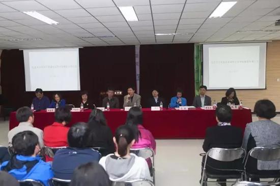 ↕海淀教委领导宣布中关村中学承办知春里中学现场