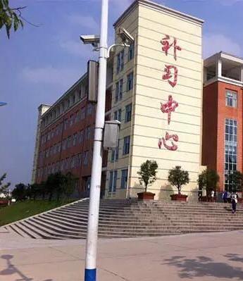 毛坦厂中学的补习中心。受访者供图