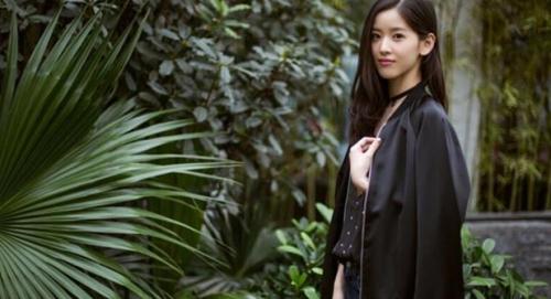 奶茶妹妹代言京东服装品牌 刘强东省下一笔代言费
