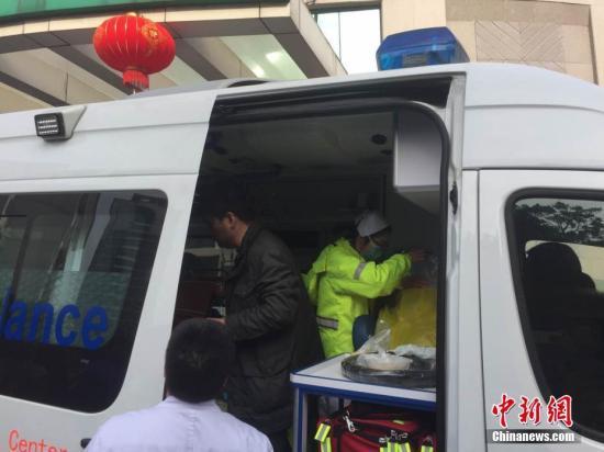 资料图 救护车 中新社记者 何蒋勇 摄