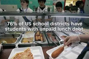 美国一学生拖欠伙食费遭羞辱 被当面倒掉午餐