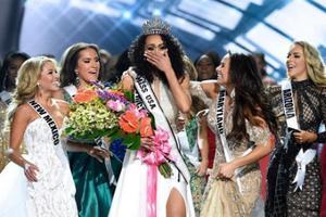 非裔化学家摘得2017年美国小姐桂冠