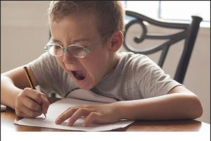 由于儿子不写作业 这个美国爸爸突然变网红