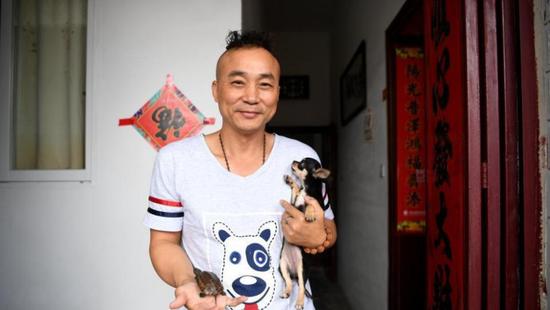 陪读爸爸陈林带着他和他的宠物告别生活一年的地方。