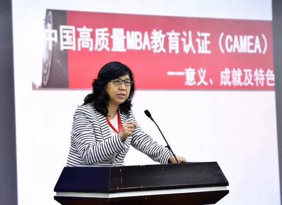 中国人民大学副校长伊志宏发表主旨讲话