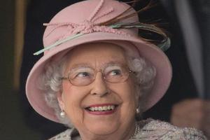 英女王官方生日近千澳人获勋 7名华人获勋位