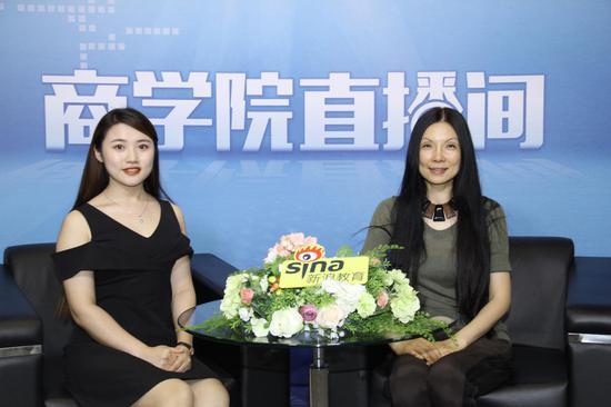上海交通大学高级金融学院MBA项目执行主任倪海英老师(右)