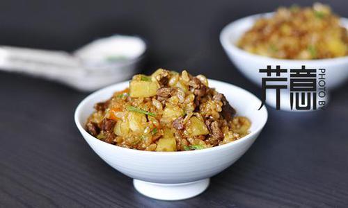 土豆牛肉焖饭:10分钟做一锅桑拿天懒人饭