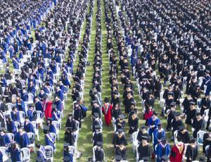 武汉大学毕业典礼七千多人齐聚一堂