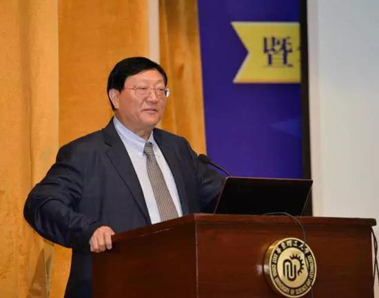 中国人力资源协会副会长、南京大学商学院名誉院长赵曙明先生发表主题演讲
