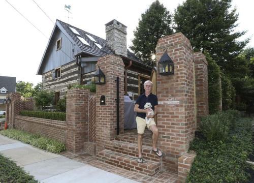 普朗姆四年前购得一幢旧屋,没想到竟然是历史悠久的古宅。 图片来源:美联社