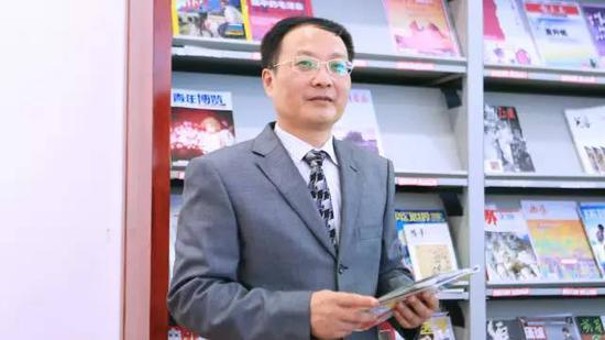 """作者:陈洪安 华东理工大学商学院教授、博士生导师。""""员工力理论""""提出者,被誉为""""非正统管理学家"""",倡导为人民服务的管理学、以员工为导向的管理学,关注领导与员工并重的管理学研究。"""