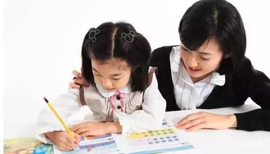 孩子写个作业,一会儿要吃水果,一会儿又要上厕所