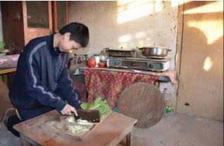 众望会给一家人做上一顿热乎乎的饭菜,2014年拍摄