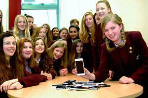英学校禁止学生携带手机等智能设备防沉迷网络