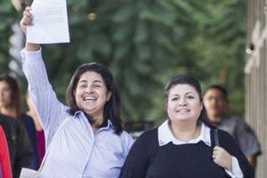 世界日报:从量变到质变 美合法移民拟10年减半