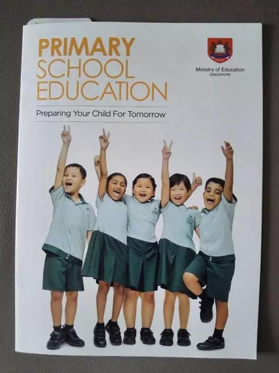 """新加坡教育部发行的介绍小学教育手册。 本文图片均来自微信公众号""""新华国际头条"""""""