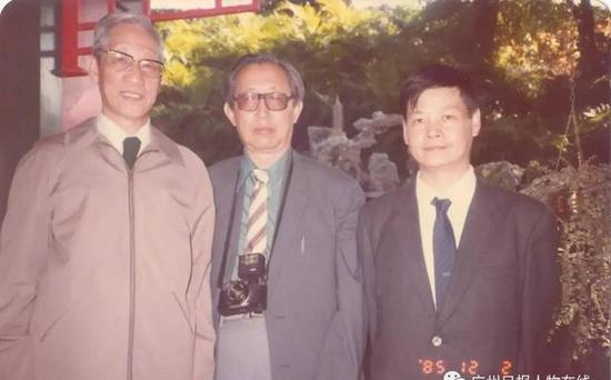 吴硕贤与其他院士在一起。
