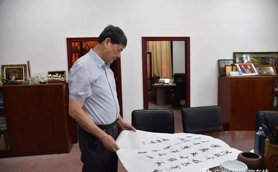 吴硕贤对书法和诗歌也很感兴趣。