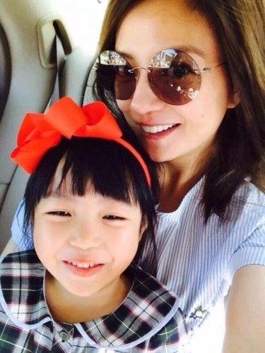 赵薇和女儿小四月