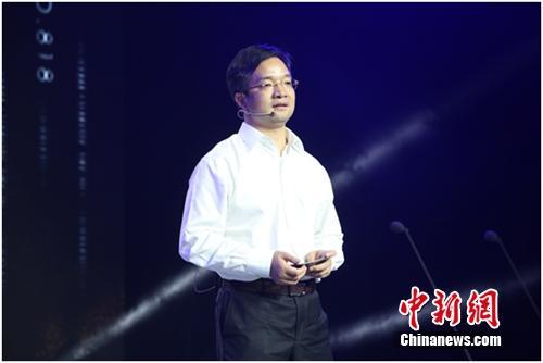 京东集团副总裁、3C事业部总裁胡胜利发言。企业供图