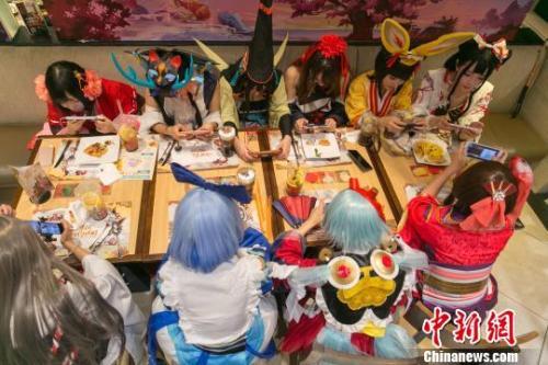 资料图:各路阴阳师角色齐聚上海联机打游戏。(图文无关)张亨伟 摄