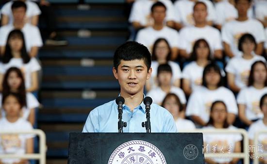 新生代表肖民昊发言。 记者 张宇 摄