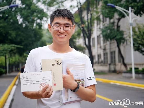 西北大学地质学系年仅19岁的博士研究生新生范焱。(摄影:马骞 王柏琛)