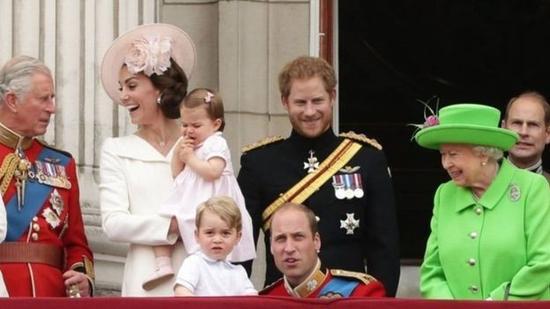 英国女王伊丽莎白二世90大寿庆典上,新一辈王室成员亮相。