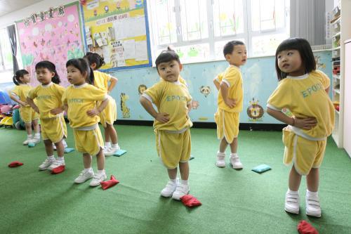 创校30年、位于鲗鱼涌的怡宝中英文幼稚园,因不敌租金问题于七月停办。图片来源:香港《大公报》。