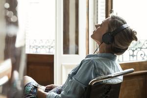 囧研究:欢快的音乐能够激发创造性(双语)