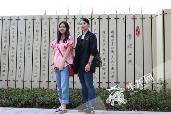 新生与家长合影 重庆理工大学供图 华龙网发