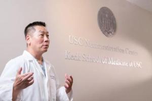 美华裔医师参与打造钢铁侠 助瘫痪病人站起来
