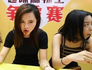 """为夺""""麻辣王""""冠军美女们也是拼了"""