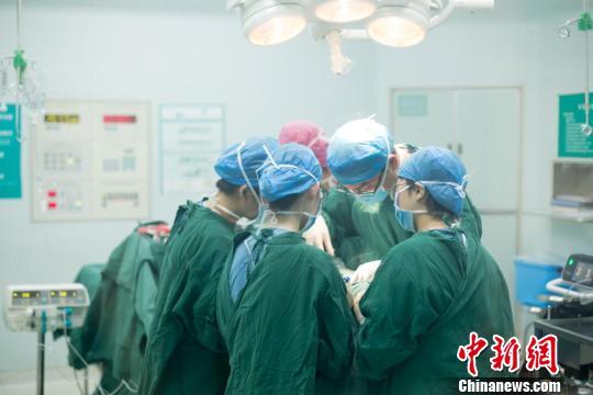 与妇产科、骨科等专业医生相比,麻醉医生是不分科室的。 范丽芳 摄