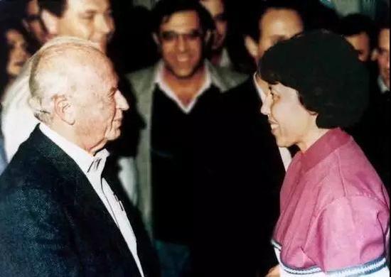 初到以色列时,总理拉宾还亲切接见了沙拉,半年后,拉宾就遇刺了!