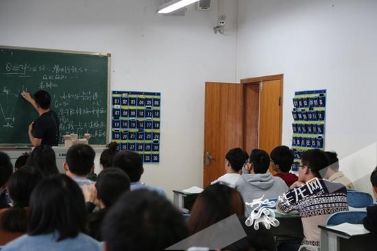 学生手机入袋 认真听讲 重庆交通大学供图 华龙网发