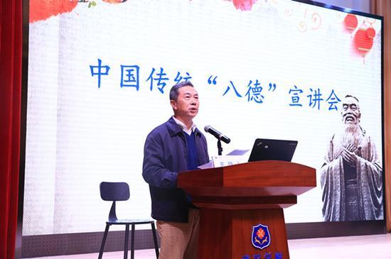 校党委书记吴怀先教授主持宣讲会