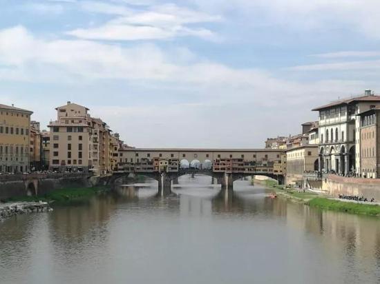 孩子拍的佛罗伦萨的阿诺河