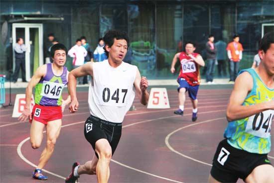 2011年4月23日,学生在首都体育学院参加首次北京高中体育竞赛优胜者和等级运动员测试。