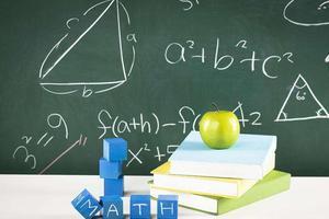 """重庆高中名师访谈: 数学不过多""""玩技巧"""""""
