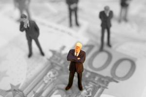 海归年薪不足8万元 评论:留学不是一单生意