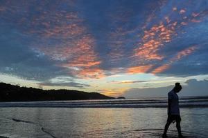 泰国20个著名海滩实施禁烟令 观光部盼游客配合