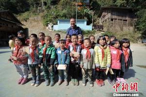 美籍华人捐款近600万元 援建贵州希望工程10年