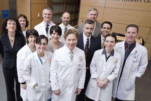 美加州医学院师生举办义诊活动 华人民众受惠