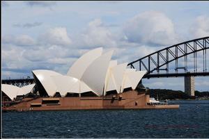 """悉尼商人被控经营""""移民诈骗""""项目 警方调查"""